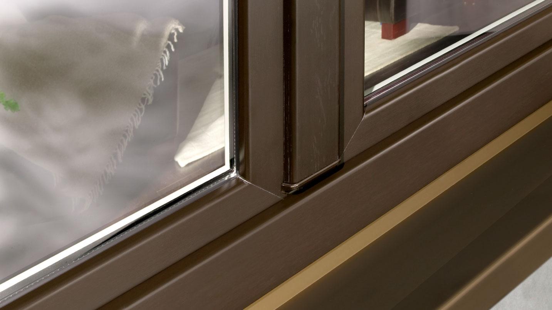 Finestre in PVC anti effrazione, personalizzazione nero effetto legno