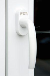 Maniglia bianca per finestra in PVC