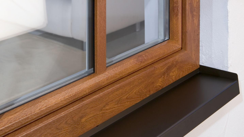Finetsra a risparmio energetico in PVC effetto legno